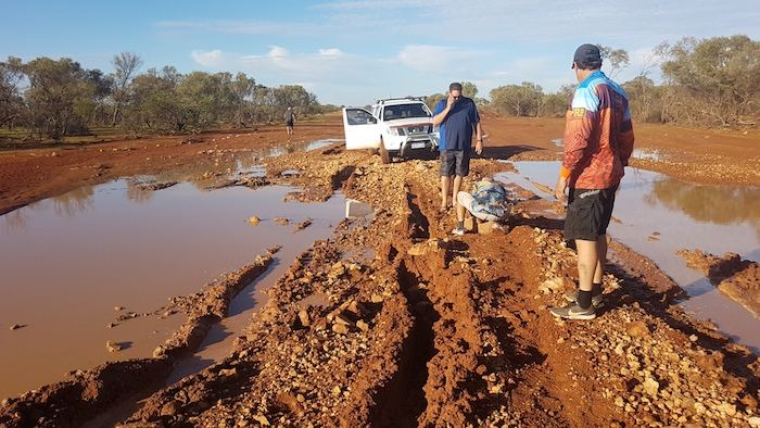 After the Navara got through the boghole Greg shifted a large rock that was causing difficulties.
