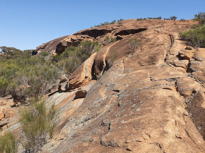 The spine of Baladgie Rock.